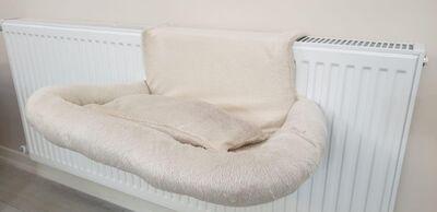 Miapet - Miapet Kalorifer Üstü Askılı Lüks Yastıklı Kedi Yatağı 47x35 cm Krem